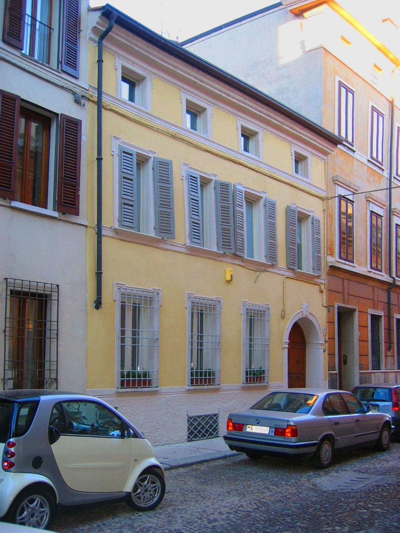 Ristrutturazione palazzo in via Ardigo' | Mantova